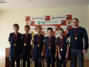 bartninkieciai-futbolo-festivalio-nugaletojai-mokytojas-egidijus-civinskas