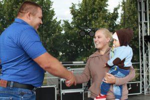 Mamos prizą atsiima Inga Jakulevičienė iš Marijampolės